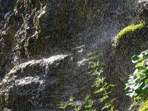 Vattenfallsprej av berget vaggar DÃ-¼rrach, spricka för dürrach Arkivbild