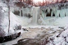 vattenfallvinter Arkivfoto