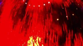 Vattenflöden över exponeringsglaset i rött som en bakgrund arkivfilmer