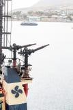 Vattenkanoner på bogserbåten Arkivfoton