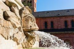 Vattenkastaren på en springbrunn på en fyrkant avmaskar in, Tyskland royaltyfri foto