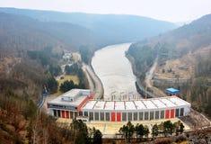 Vattenkraftstation på den Dalesice fördämningen Royaltyfri Fotografi