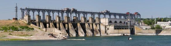 Vattenkraftväxt på den Dniester floden, Moldavien Arkivfoton