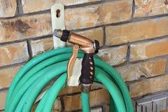 Vattenkran och slang Royaltyfri Fotografi