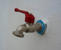 Vattenkran på väggen Royaltyfri Foto