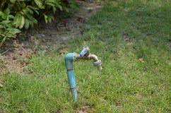 Vattenkranar installerades i parkera Arkivbild
