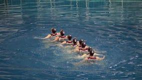 Vattenlagsportar, flickasynkroniseringssimning lager videofilmer
