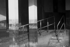 Vattenlinjer på ett övergett sjukhus fotografering för bildbyråer