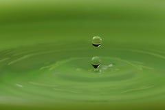 Vattenliten droppe Royaltyfri Bild