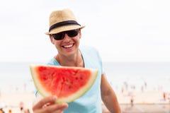 Vattenmelon för ung man Royaltyfria Foton