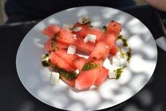 Vattenmelon med fetaost och pesto Royaltyfri Fotografi