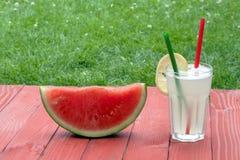 Vattenmelon och lemonad Arkivbild