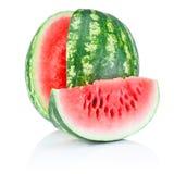 Vattenmelon och skiva som isoleras på vit bakgrund royaltyfria bilder