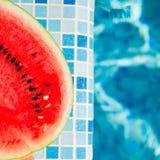 Vattenmelon på den blåa pölen Royaltyfri Bild