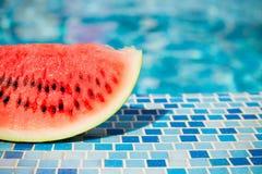 Vattenmelon på den blåa pölen Royaltyfri Fotografi