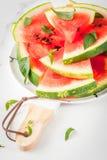 Vattenmelon snitt in i stycken arkivfoto
