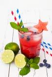 Vattenmelonblåbärmojito Patriotisk drinkcoctail för 4th av det Juli partiet Royaltyfri Foto