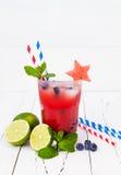 Vattenmelonblåbärmojito Patriotisk drinkcoctail för 4th av det Juli partiet Royaltyfria Bilder