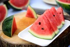 Vattenmelonen på vit pläterar Royaltyfria Foton