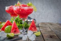 Vattenmelonmargaritor med limefrukt och mintkaramellen arkivfoto