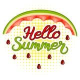 Vattenmelonskal och märka Hellosommar Halfton för bakgrund för banerHello sommar Arkivfoton