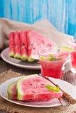 Vattenmelonskivor på en platta Arkivbild