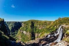Vattennedgång och kanjon - nationalpark Arkivfoto