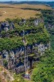 Vattennedgång och kanjon - nationalpark Arkivbilder