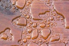 Vattenpärlstavslist på nytt förseglat däck fotografering för bildbyråer