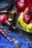 Vattenpipa med smak av tropiska frukter Arkivfoto