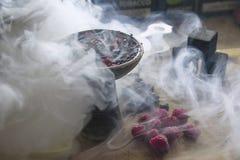 Vattenpipakopp med tobak royaltyfri foto