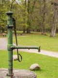 Vattenpump för gammal hand Fotografering för Bildbyråer