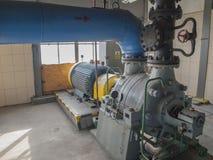 Vattenpump med stora elektriska motorer Arkivbild