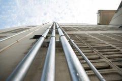 Vattenrör i byggnader Arkivbild
