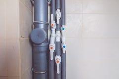 Vattenrör med strömbrytarna Fotografering för Bildbyråer