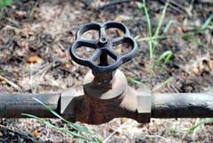 Vattenröret med en ventil ligger Royaltyfria Foton