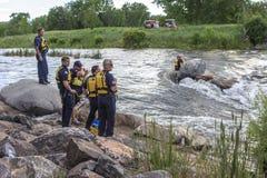 Vattenräddningsaktion på floden Royaltyfria Foton