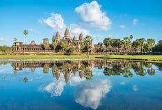 Vattenreflexion av den Angkor Wat templet i Cambodja Arkivfoto