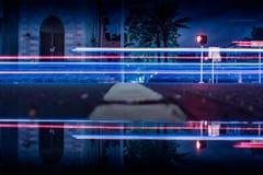 Vattenreflexionsoverexposure på gatan Arkivbild