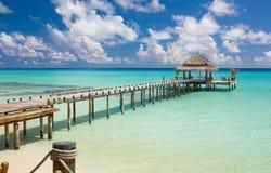 Vattenrestaurang - hav- och himmelsikt, Maldiverna Royaltyfria Bilder