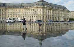 Vattenspegelfyrkant i Bordeaux, Frankrike Arkivbilder