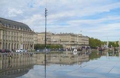 Vattenspegelfyrkant i Bordeaux, Frankrike Arkivfoton