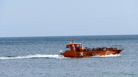 Vattensportar på ferie - Jetboat Royaltyfri Foto