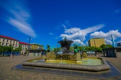 Vattenspringbrunn för fem kontinenter i Jarntorget Fotografering för Bildbyråer