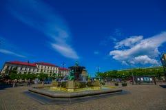 Vattenspringbrunn för fem kontinenter i Jarntorget Arkivbilder