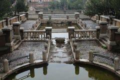 Vattenspringbrunn i Roman Park arkivfoton