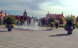 Vattenspringbrunn med flaggor Fotografering för Bildbyråer