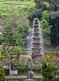 Vattenspringbrunn på den Tirtagangga templet, Bali Arkivbild