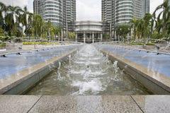 Vattenspringbrunn på Kuala Lumpur City Center arkivfoton