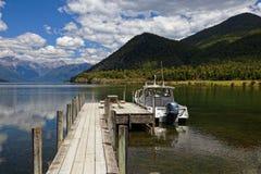 Vattentaxi, på sjön Rotoroa, Nelson Lakes National Park, Nya Zeeland royaltyfri foto